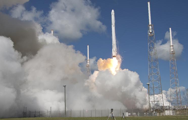 Запуск ракеты-носителя среднего класса Falcon