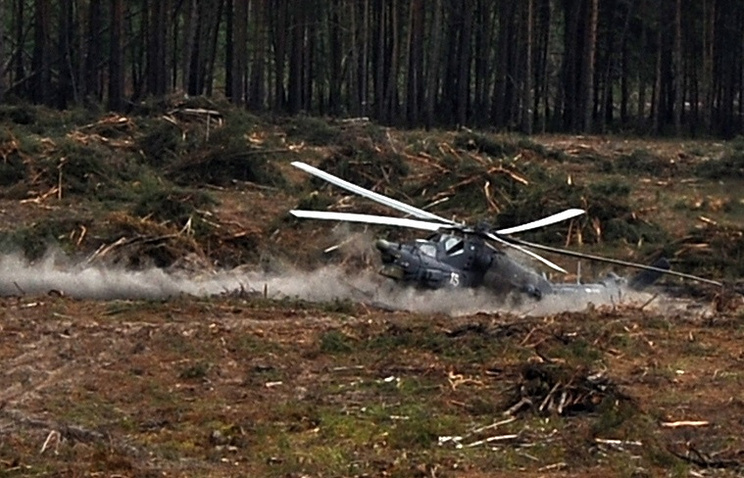 """Место падения вертолета Ми-28Н, разбившегося во время показательного полета на авиашоу в рамках Армейских международных игр-2015 на полигоне """"Дубровичи"""""""