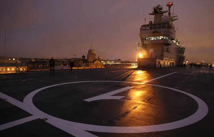 """Вертолетная площадка на верхней палубе вертолетоносца """"Мистраль"""""""