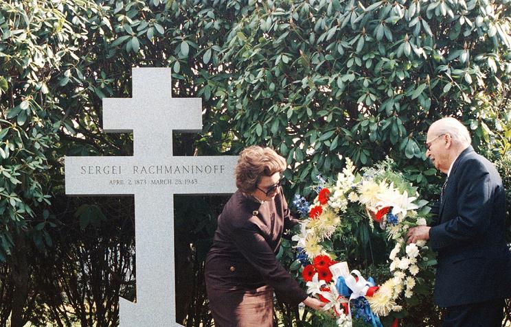 Могила Сергея Рахманинова на кладбище под Нью-Йорком, США