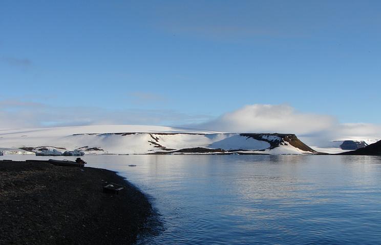 Вид на один из островов архипелага Земля Франца-Иосифа, Арктика
