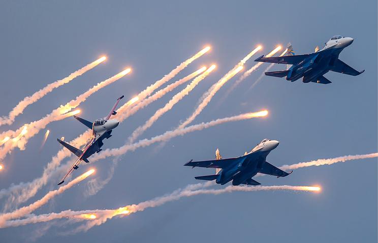 """Выступление авиационной группы высшего пилотажа """"Русские Витязи"""""""