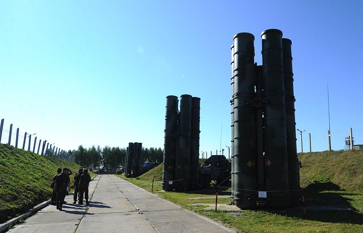 """Пусковые установки зенитной ракетной системы комплекса С-400 """"Триумф"""""""