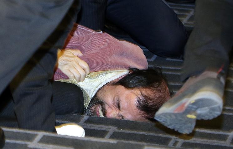 Задержание гражданина Республики Корея Ким Ги Чжона, напавшего на посла США в Южной Корее Марка Липперта