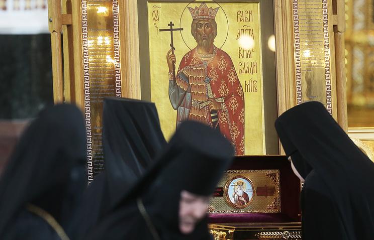 У мощей святого равноапостольного князя Владимира
