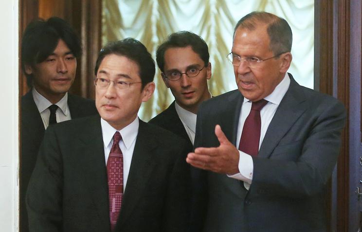 Министр иностранных дел Японии Фумио Кисида и министр иностранных дел РФ Сергей Лавров