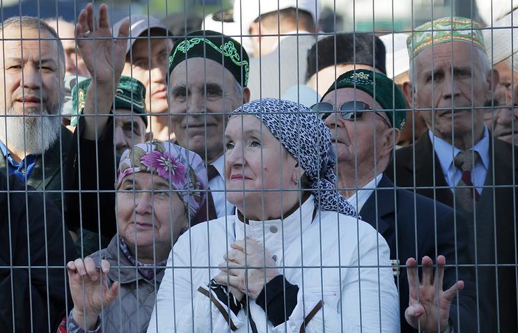 Верующие мусульмане на открытии Московской Соборной мечети