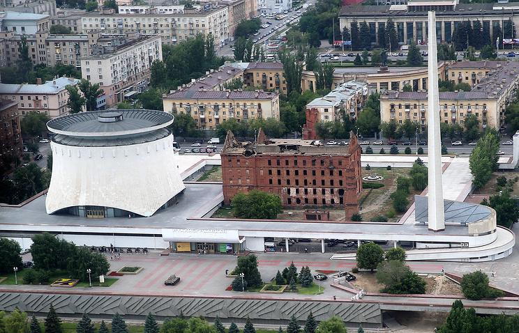 """Музей-панорама """"Сталинградская битва"""" (слева)"""