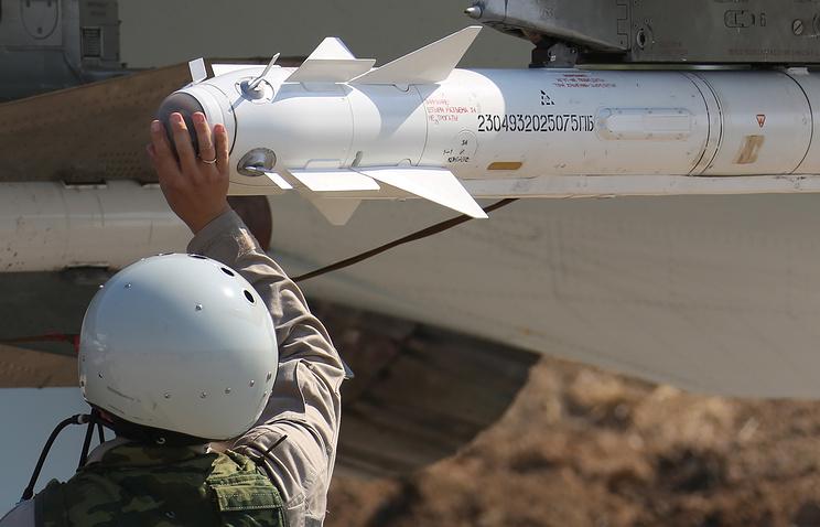"""Российская ракета Х-29Т под крылом истребителя Су-30СМ на авиабазе """"Хмеймим"""""""