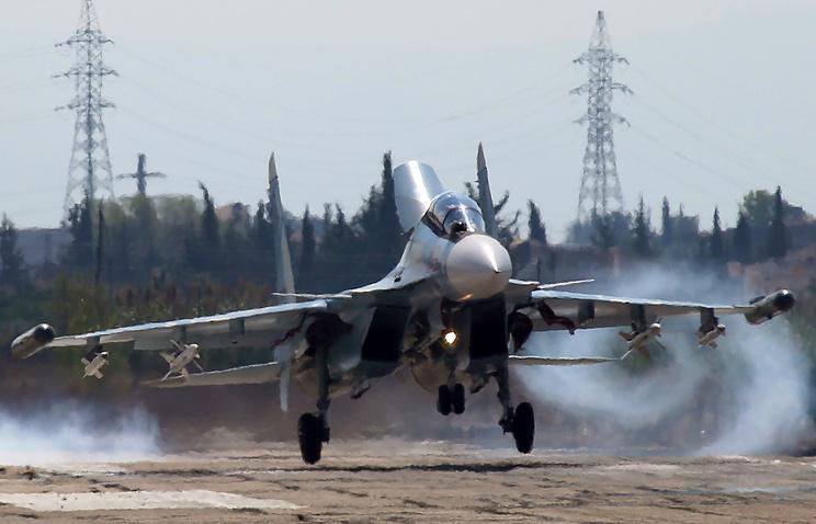 """Российский многоцелевой истребитель Су-30СМ на авиабазе """"Хмеймим"""""""
