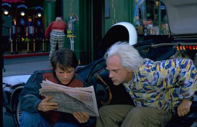 """Кадр из фильма """"Назад в будущее 2"""""""