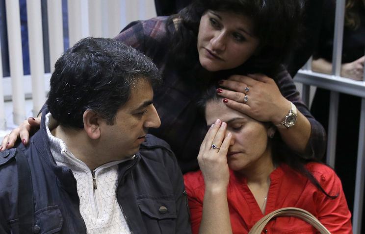 Уроженка Казахстана Гулистан с супругом подданным Сирии Хасаном Абдо Ахмедом в Химкинском городском суде, 19 ноября