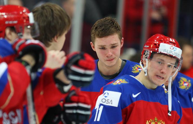 Хоккеисты молодежной сборной России после поражения в финале чемпионата мира-2016 от финнов