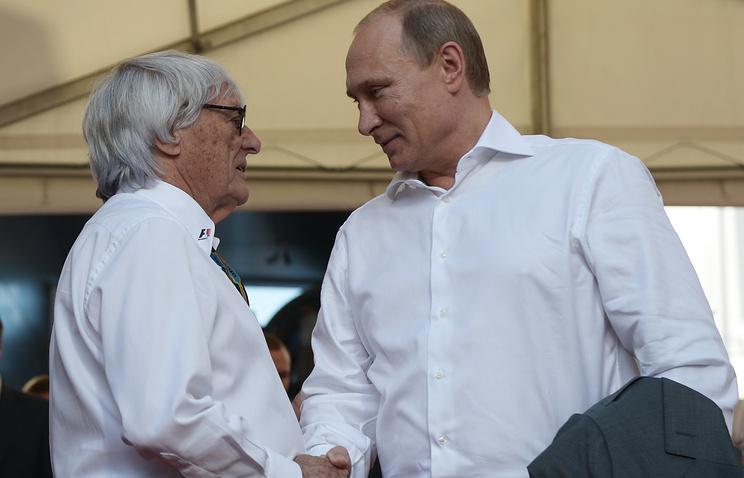 Президент Formula One Management и Formula 1 Administration (FOA) Бернард Экклстоун и президент России Владимир Путин