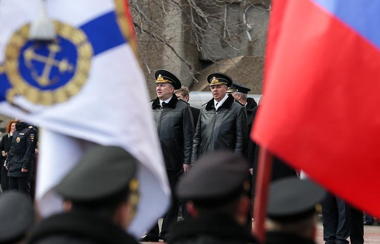 Командующий Черноморским флотом Александр Витко (справа)