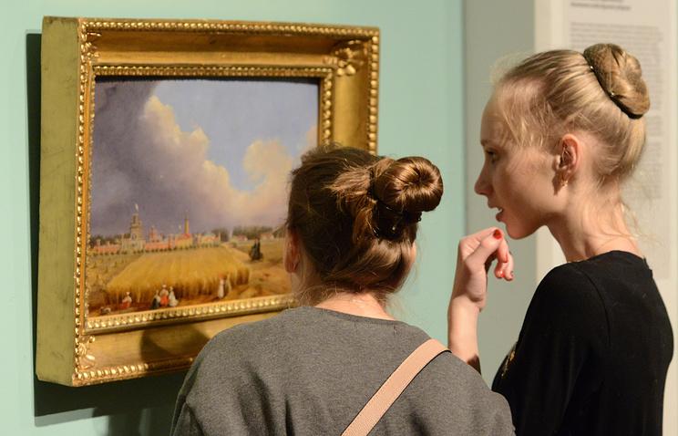 """Посетители на выставке """"Федор Рокотов (1735/36 – 1808)"""" в Третьяковской галерее"""