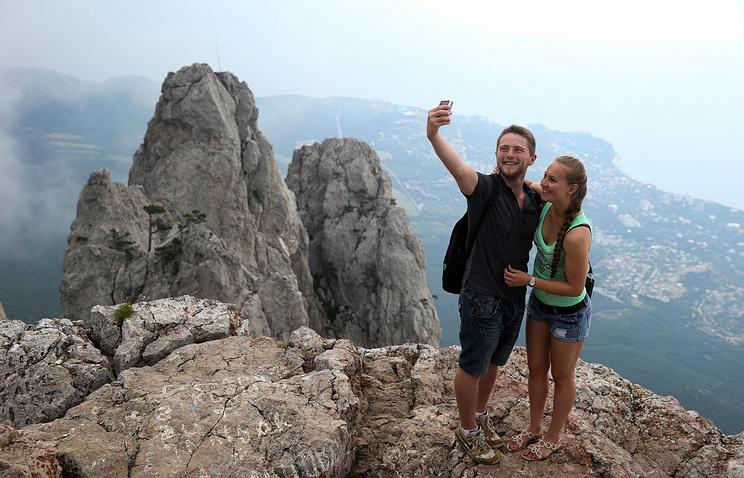 Крым. Туристы на горе Ай-Петри