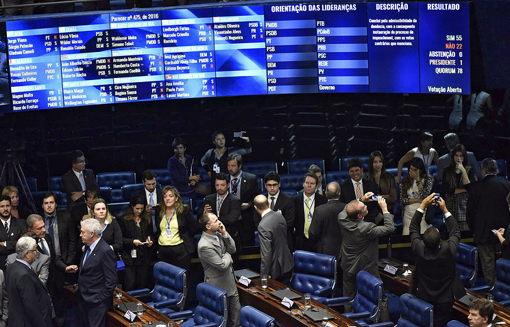 Президента Бразилии Дилму Руссефф отстранили отвласти наполгода