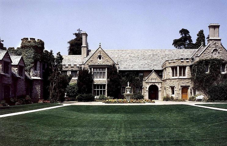 Легендарный особняк журнала «Playboy» будет продан неменее  чем за $200 млн