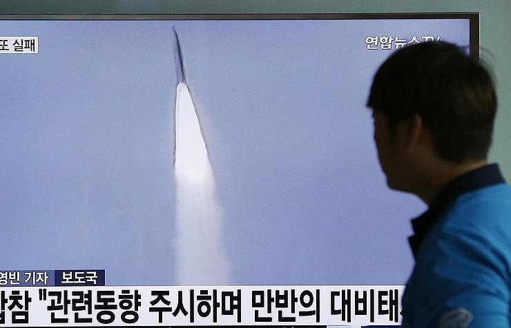Северная Корея запустила баллистическую ракету сподводной лодки