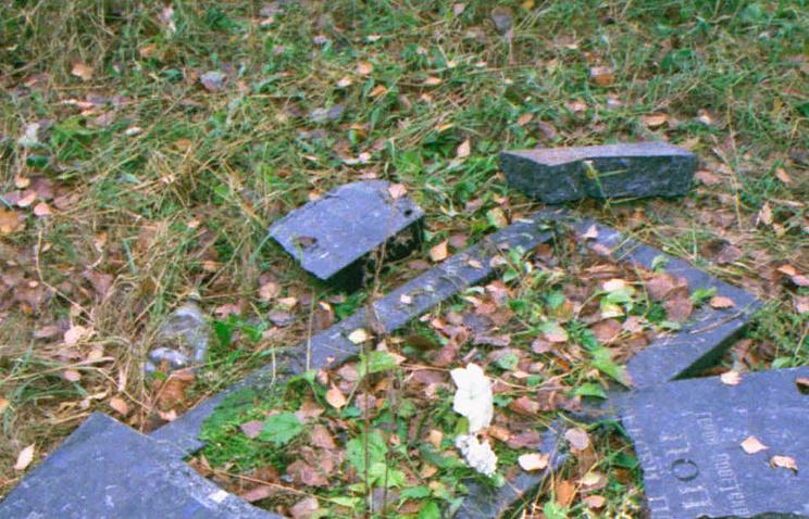 ВПольше вандалы надругались над могилами советских солдат