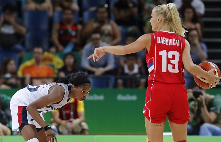 Эпизод из матча между женскими сборными Сербии и Франции на Олимпиаде-2016