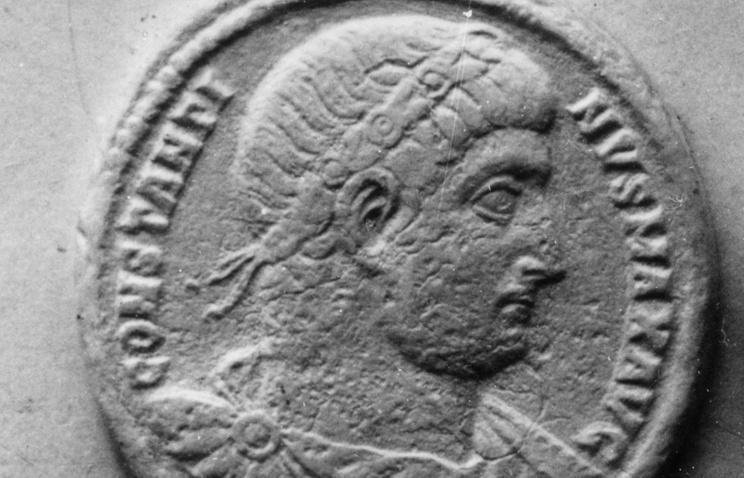 Вруинах японского замка обнаружили римские монеты
