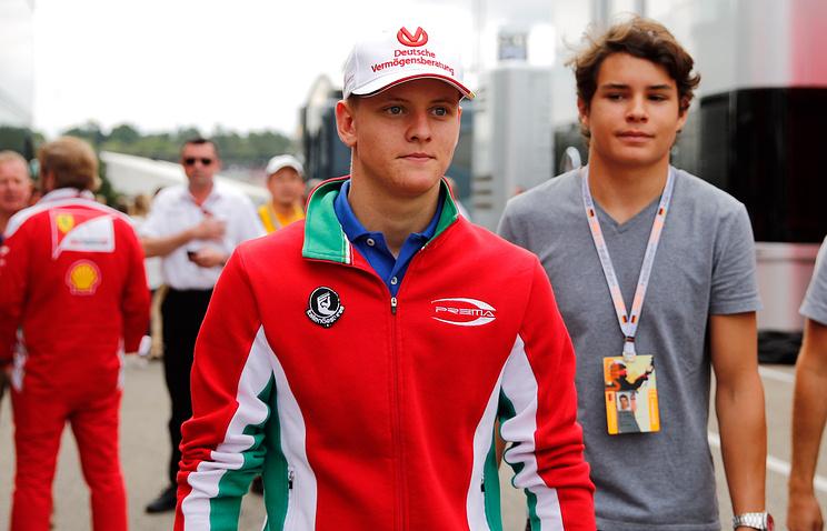 Сын Шумахера принес победу собственной команде вобщем зачете «Формулы-4»