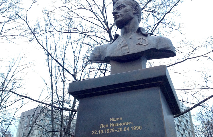 Нановом памятнике Льву Яшину сделали ошибку вдате смерти футболиста