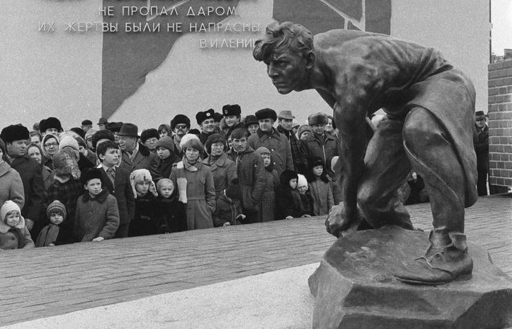 ВКиеве декоммунизировали булыжник— оружие пролетариата