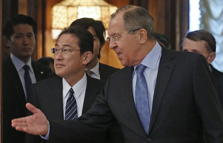Министр иностранных дел Японии Фумио Кисида и министр иностранных дел РФ Сергей Лавров (слева направо)