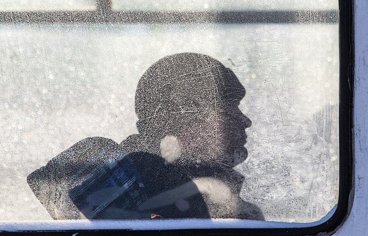 Томские полицейские помогли пассажирам автобуса, съехавшего вкювет из-за замерзших тормозов