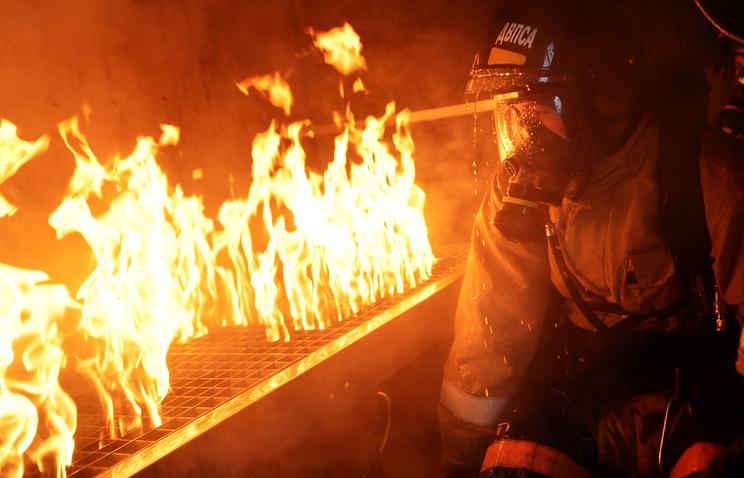 Неменее ста человек тушили пожар вцентре Санкт-Петербурга