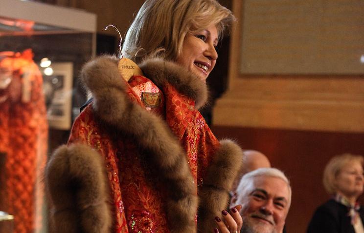 Вика Цыганова отправила душегрейку вподарок Меланье Трамп