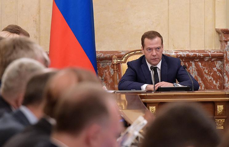 Медведев: власти поддержат экономику на107,5 млрд руб.