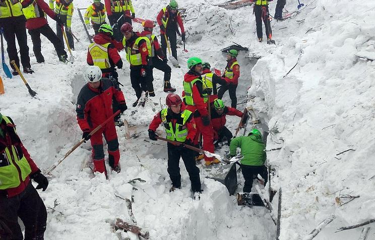 Число погибших схода лавины Италии выросло до 6-ти