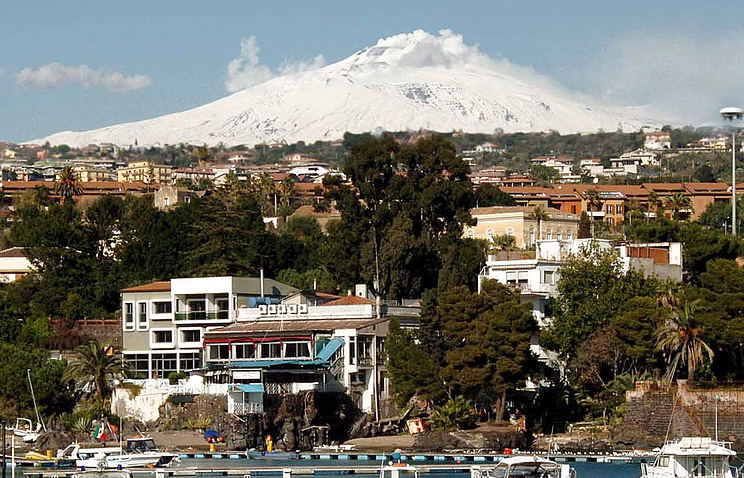 Десятки подземных толчков зафиксированы усицилийского вулкана Этна