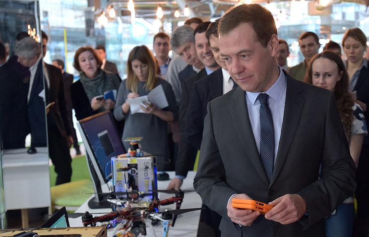 """Премьер-министр РФ Дмитрий Медведев во время посещения технопарка """"Сколково"""", 14 февраля"""