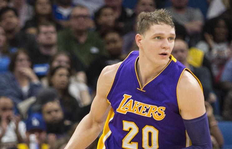 Русский баскетболист Мозгов вернулся всоставе «Лейкерс»