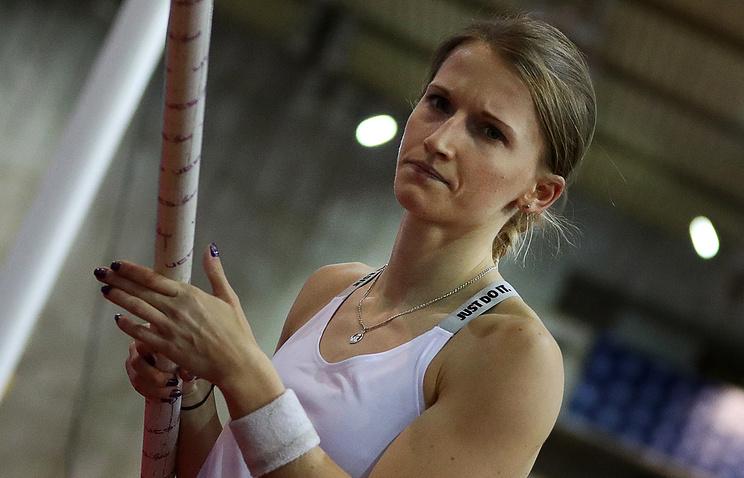 Международная ассоциация легкоатлетических федераций позволила выступать трем русским легкоатлетам