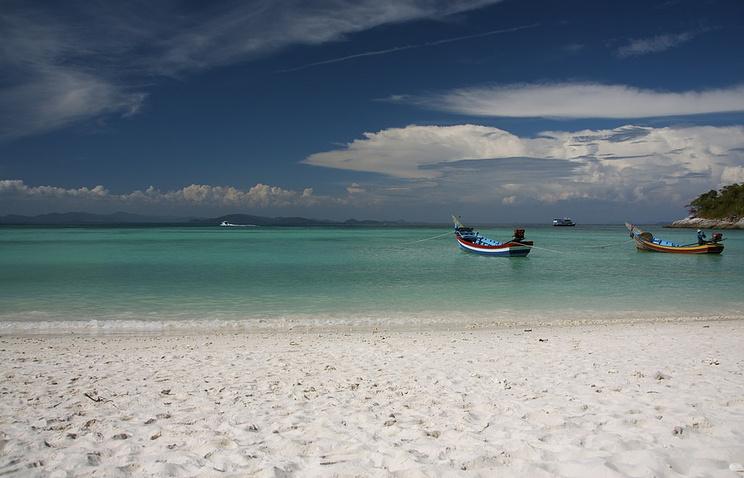 Пляж на острове Рача-Яй