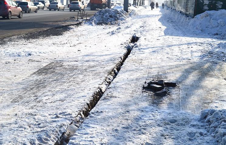 Трещина на улице Большевистской