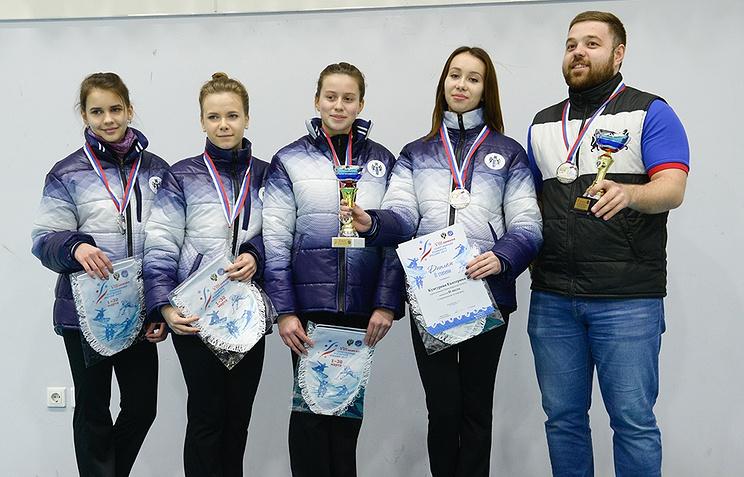 Артем Шмаков (справа)