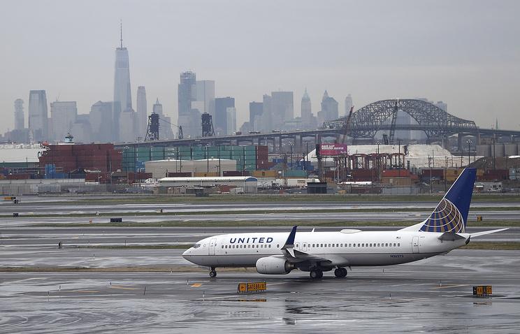 United Airlines из-за скандала изменит правила снятия пассажиров срейса
