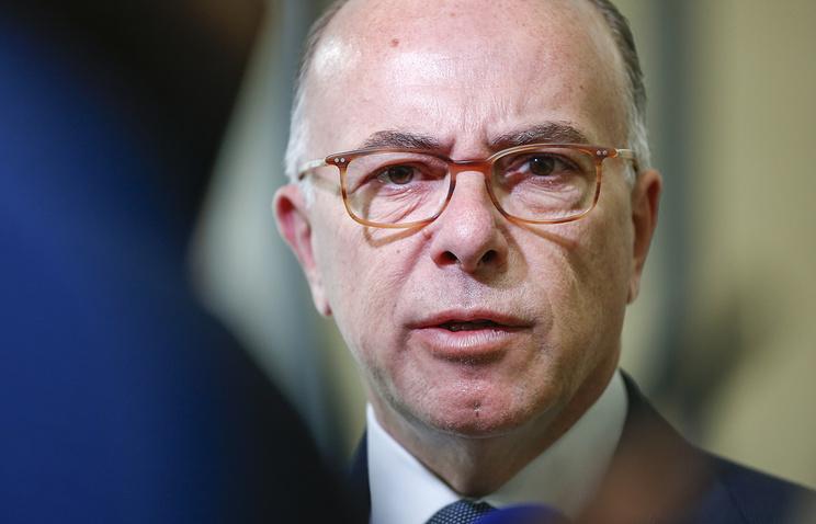 Нападение наполицейских встолице франции непомешает президентским выборам