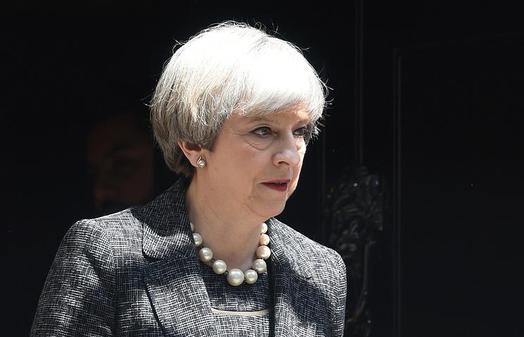 Хит «Лгунья» оТерезе Мэй рвет все чарты в Великобритании