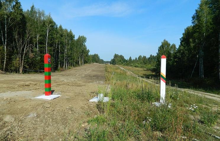 Литва начала строительство защитного ограждения награнице сРоссией