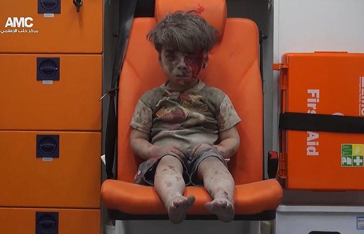 """Мальчик Омран, ставший """"символом страданий Алеппо"""""""