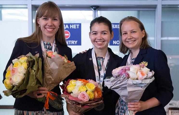 Чемпионки мира Ольга Гиря, Александра Горячкина и Валентина Гунина