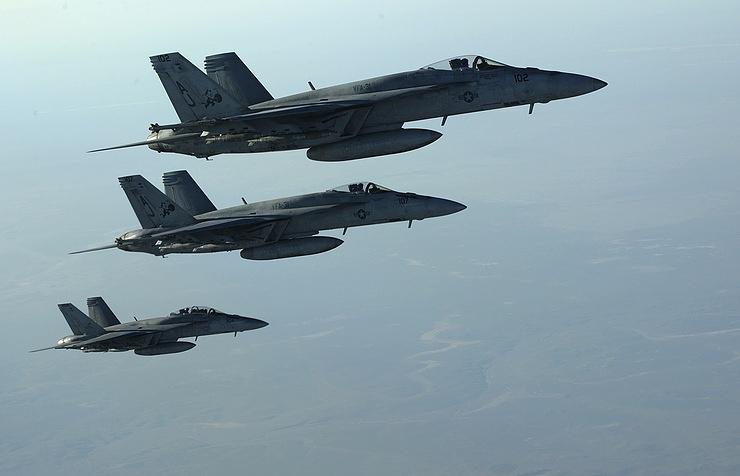 Американский истребитель-бомбардировщик F-18E Super Hornets